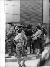 Women talks to the soldiers in Algeria.