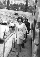 Juan Carlos I walking with her colleagues.