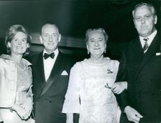Einar Oscar Beyron and Brita Hertzberg photographed with other people.