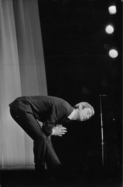 Marcel Amont bowing on stage.