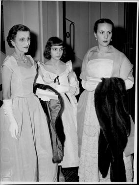 Sibylle Corunand with the daughters Marie-Claire and Nureil Jaeger.